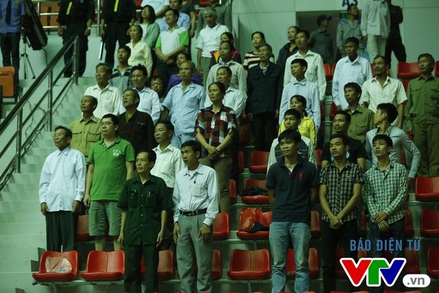 CLB Chonburi (Thái Lan) mặc niệm tưởng nhớ Nhà vua Bhumibol Adulyadej - Ảnh 5.