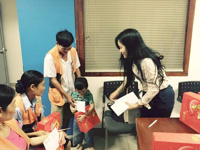 Đoàn Thanh niên VTV mang Trung thu tới các em nhỏ tại nhiều bệnh viện ở Hà Nội - Ảnh 11.