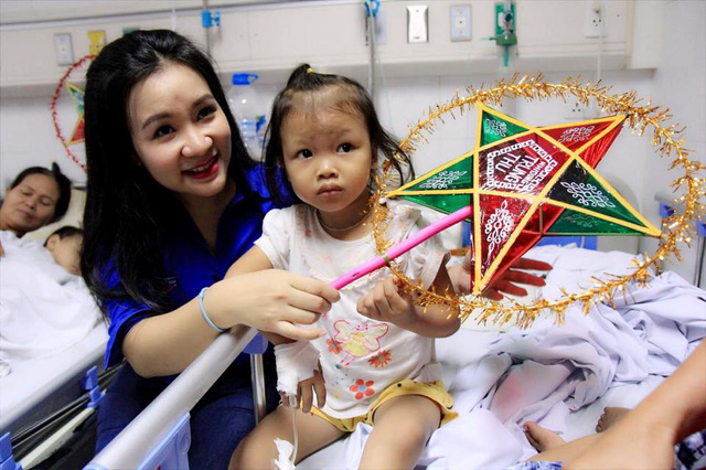 Đoàn Thanh niên VTV mang Trung thu tới các em nhỏ tại nhiều bệnh viện ở Hà Nội - Ảnh 10.