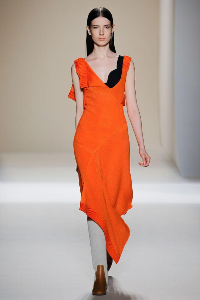 Victoria Beckham ra mắt loạt thiết kế Xuân - Hè đẹp mong manh - Ảnh 7.