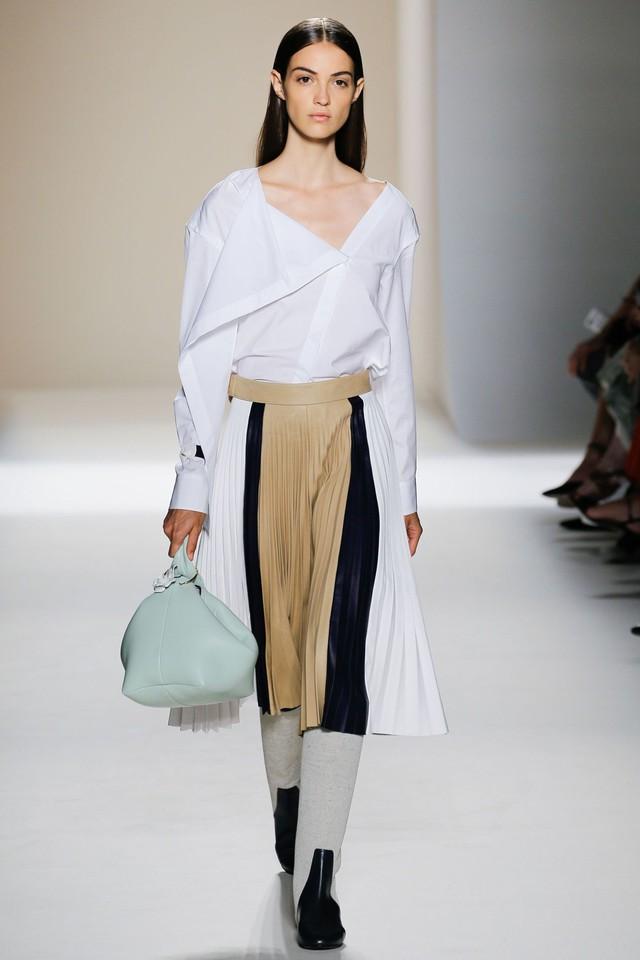 Victoria Beckham ra mắt loạt thiết kế Xuân - Hè đẹp mong manh - Ảnh 8.