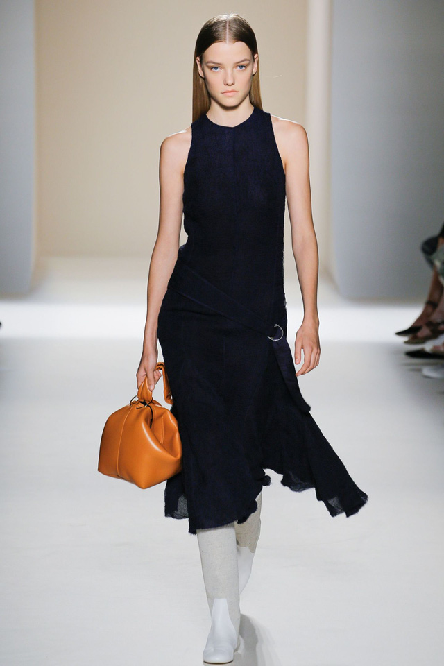 Victoria Beckham ra mắt loạt thiết kế Xuân - Hè đẹp mong manh - Ảnh 21.