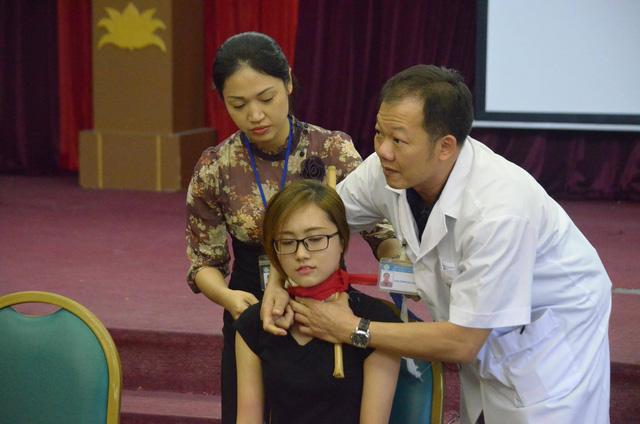 Hướng dẫn sơ cứu đúng cách cho nạn nhân bị đứt động mạch - Ảnh 2.