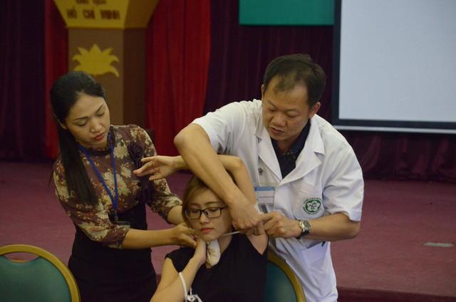 Hướng dẫn sơ cứu đúng cách cho nạn nhân bị đứt động mạch - Ảnh 4.
