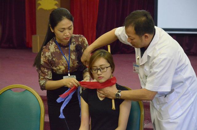 Hướng dẫn sơ cứu đúng cách cho nạn nhân bị đứt động mạch - Ảnh 3.
