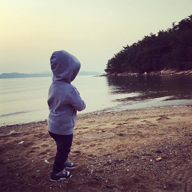 Vợ Lee Byung Hun lần đầu khoe ảnh con trai - Ảnh 1.