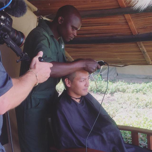 MC Phan Anh xuống tóc, kêu gọi bảo vệ động vật hoang dã - Ảnh 1.