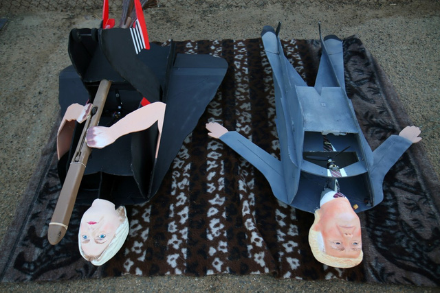 Thú vị marketing bằng máy bay nhái hình 2 ứng viên Tổng thống Mỹ - Ảnh 5.