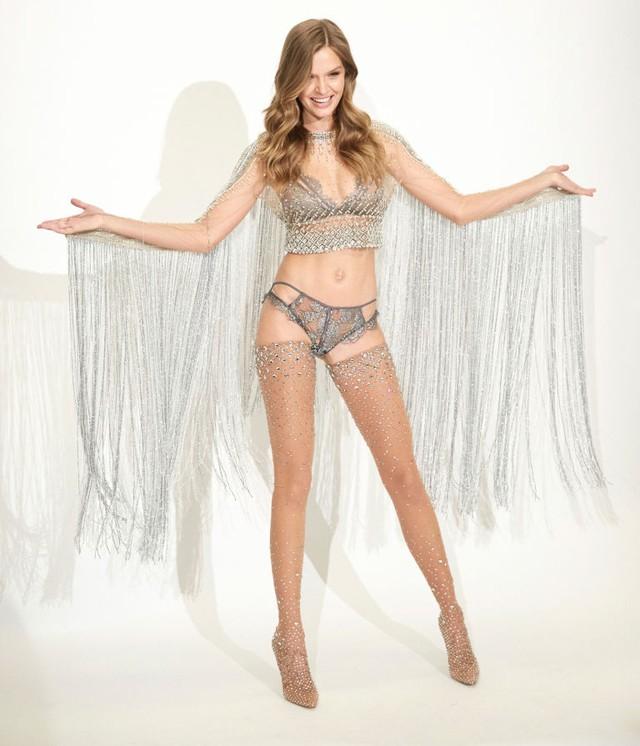 Sau thiết kế triệu đô, Victoria Secret tiết lộ bộ đồ gắn 450.00 viên pha lê - Ảnh 2.