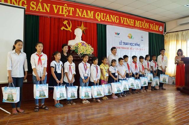Học bổng Niềm Tin Việt mang hy vọng tới học sinh nghèo tại Hoằng Hóa – Thanh Hóa - Ảnh 7.