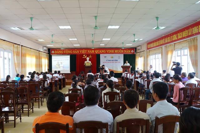 Học bổng Niềm Tin Việt mang hy vọng tới học sinh nghèo tại Hoằng Hóa – Thanh Hóa - Ảnh 8.