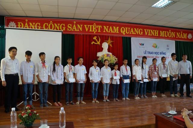Học bổng Niềm Tin Việt mang hy vọng tới học sinh nghèo tại Hoằng Hóa – Thanh Hóa - Ảnh 5.