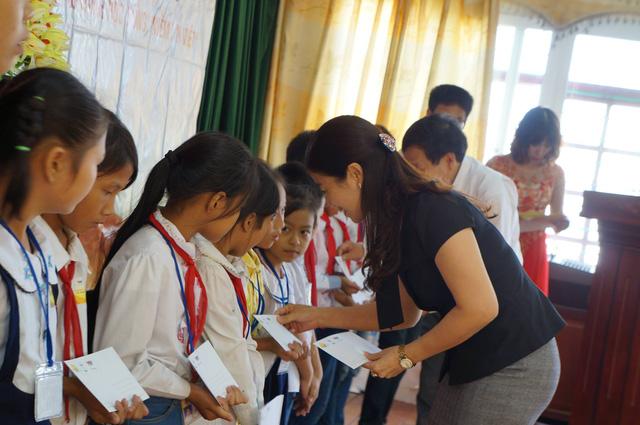 Học bổng Niềm Tin Việt mang hy vọng tới học sinh nghèo tại Hoằng Hóa – Thanh Hóa - Ảnh 6.