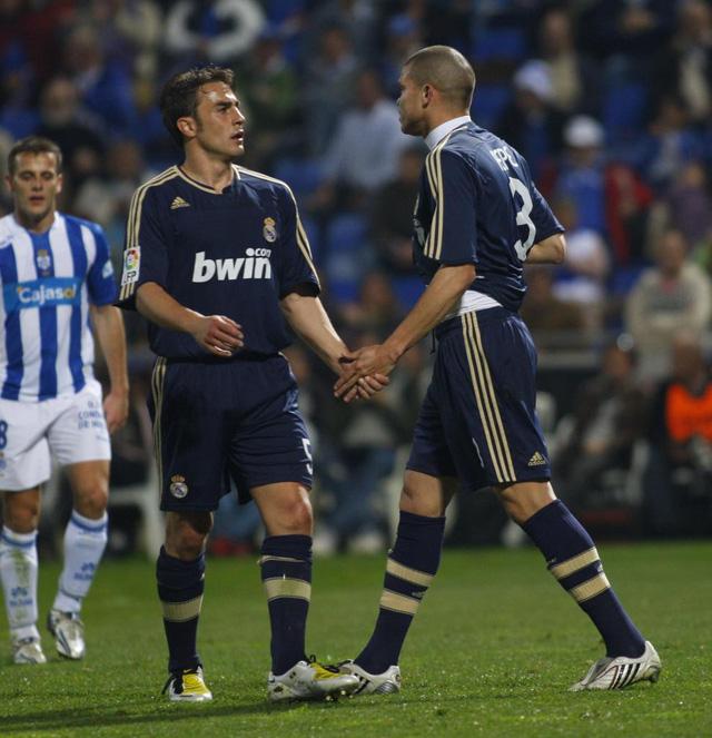 Nhìn lại 9 trung vệ đẳng cấp đá cặp với Pepe suốt 1 thập kỷ ở Real Madrid - Ảnh 1.