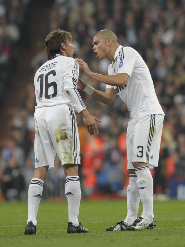 Nhìn lại 9 trung vệ đẳng cấp đá cặp với Pepe suốt 1 thập kỷ ở Real Madrid - Ảnh 2.