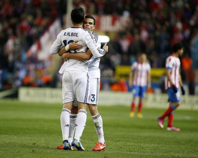 Nhìn lại 9 trung vệ đẳng cấp đá cặp với Pepe suốt 1 thập kỷ ở Real Madrid - Ảnh 3.