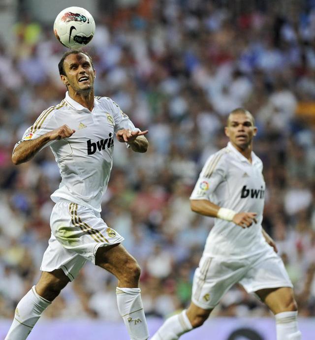 Nhìn lại 9 trung vệ đẳng cấp đá cặp với Pepe suốt 1 thập kỷ ở Real Madrid - Ảnh 5.