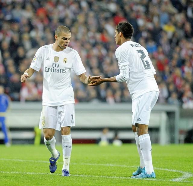 Nhìn lại 9 trung vệ đẳng cấp đá cặp với Pepe suốt 1 thập kỷ ở Real Madrid - Ảnh 7.