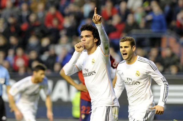 Nhìn lại 9 trung vệ đẳng cấp đá cặp với Pepe suốt 1 thập kỷ ở Real Madrid - Ảnh 8.