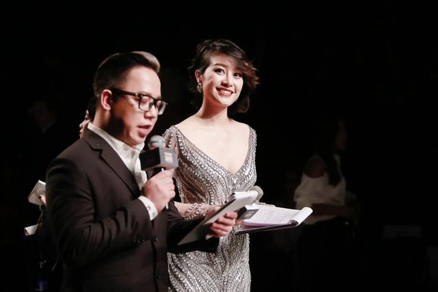 MC Phí Linh cá tính, đầy biến hóa tại Vietnam International Fashion Week - Ảnh 8.