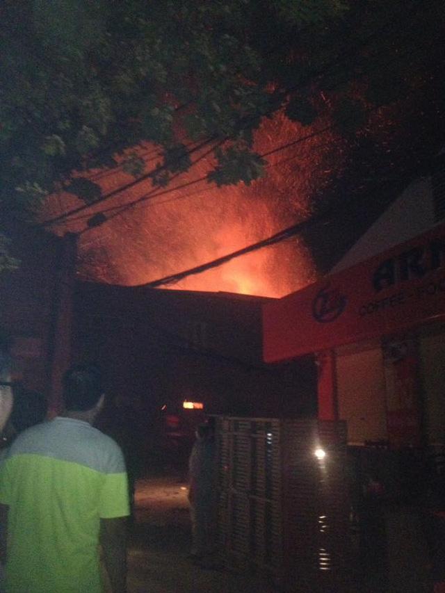 Cháy lớn tại chùa Tĩnh Lâu (Hà Nội) - Ảnh 2.