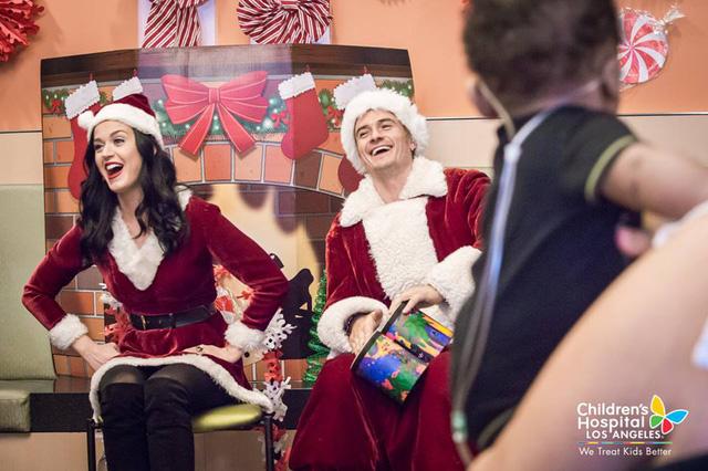 Xúc động với hình ảnh đi phát quà của Katy Perry – Orlando Bloom - Ảnh 7.