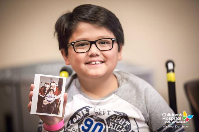 Xúc động với hình ảnh đi phát quà của Katy Perry – Orlando Bloom - Ảnh 13.