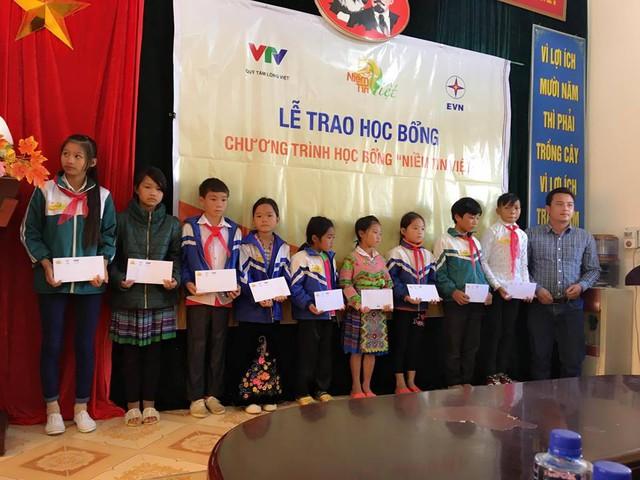 Học bổng Niềm Tin Việt thắp sáng ước mơ học sinh nghèo tại Lai Châu - Ảnh 3.