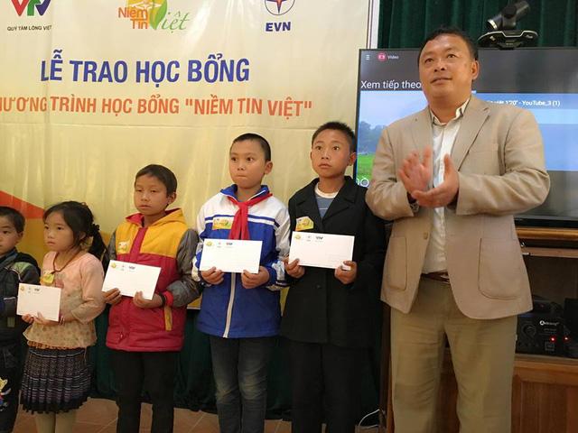 Học bổng Niềm Tin Việt thắp sáng ước mơ học sinh nghèo tại Lai Châu - Ảnh 1.