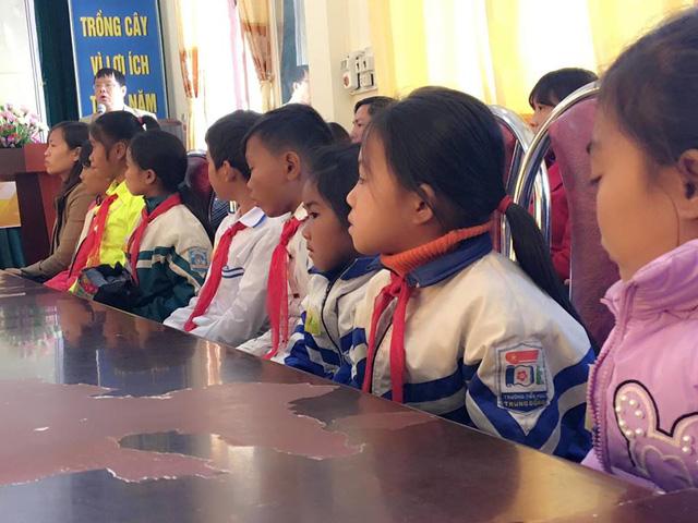 Học bổng Niềm Tin Việt thắp sáng ước mơ học sinh nghèo tại Lai Châu - Ảnh 2.