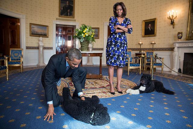 Chuyện tình ngọt ngào của Tổng thống Obama qua ảnh - Ảnh 24.