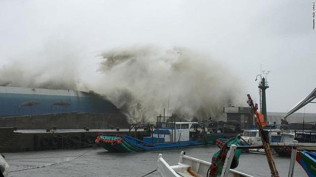Siêu bão Meranti đổ bộ Đài Loan (Trung Quốc): Sức gió khủng khiếp hơn siêu xe công thức 1 - Ảnh 3.