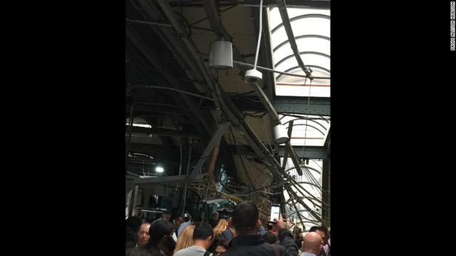 Tàu lao vào nhà ga ở Mỹ: 1 người chết, hơn 100 người bị thương - Ảnh 6.