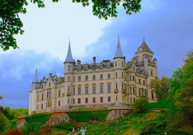 Du lịch Scotland - Bạn sẽ ngỡ như được đi vòng quanh thế giới - Ảnh 2.