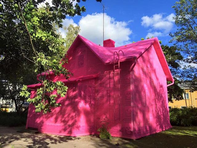 Thú vị ngôi nhà bằng len hồng của những phụ nữ Ba Lan - Ảnh 5.
