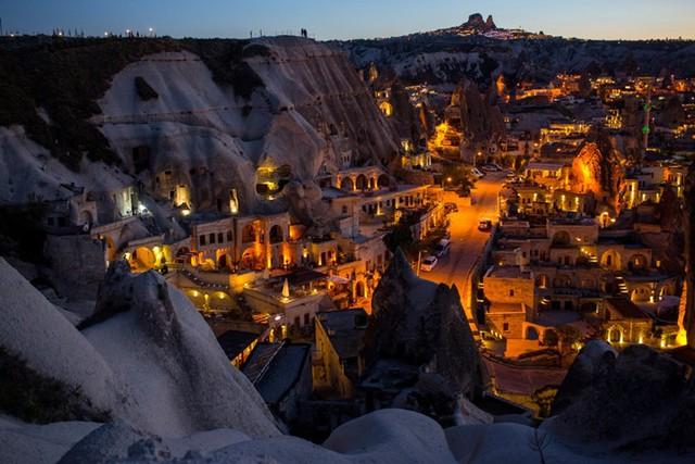 Những kiến trúc đẹp nhất thế giới nằm dưới lòng đất - Ảnh 6.