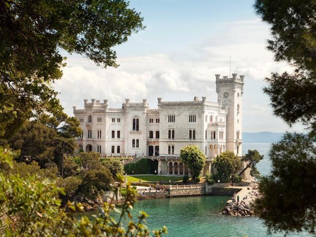 Những lâu đài có kiến trúc đẹp như trong truyện cổ tích - Ảnh 1.