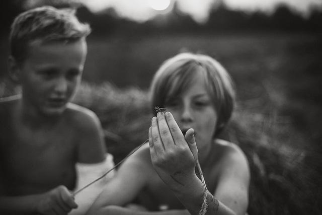 Tuổi thơ mùa hè đầy hoài niệm qua bộ ảnh đẹp mê hoặc - Ảnh 12.