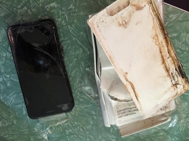 """iPhone 7 Plus chưa """"bóc tem"""" đã phát nổ - Ảnh 2."""