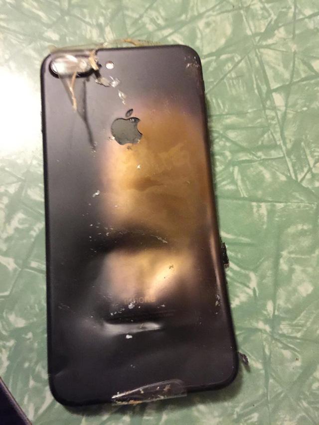 """iPhone 7 Plus chưa """"bóc tem"""" đã phát nổ - Ảnh 4."""