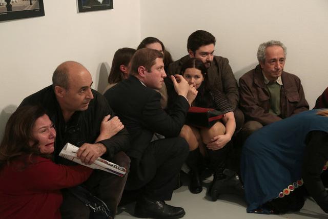 Đại sứ Nga tại Thổ Nhĩ Kỳ bị ám sát khi đang phát biểu tại triển lãm tranh - Ảnh 2.