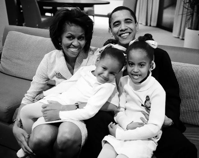 Chuyện tình ngọt ngào của Tổng thống Obama qua ảnh - Ảnh 4.