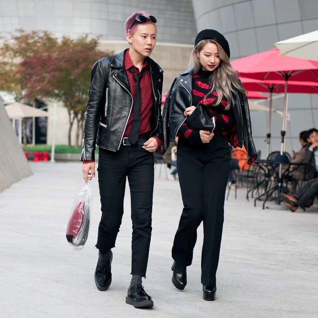 Màu đen cá tính phủ sóng thời trang đường phố Hàn Quốc - Ảnh 4.