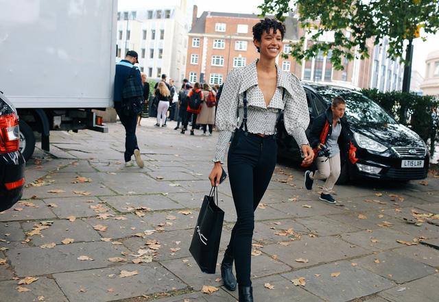 Tăm tia thời trang đường phố London cực chất và cá tính - Ảnh 23.