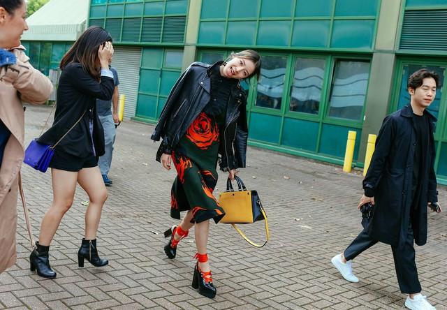 Tăm tia thời trang đường phố London cực chất và cá tính - Ảnh 24.