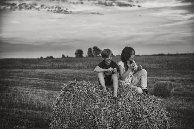 Tuổi thơ mùa hè đầy hoài niệm qua bộ ảnh đẹp mê hoặc - Ảnh 14.
