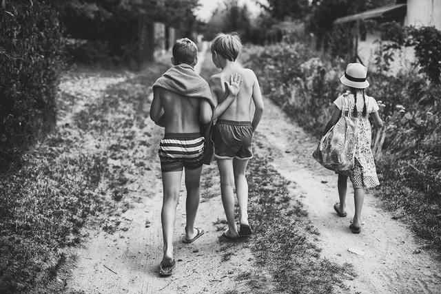 Tuổi thơ mùa hè đầy hoài niệm qua bộ ảnh đẹp mê hoặc - Ảnh 13.