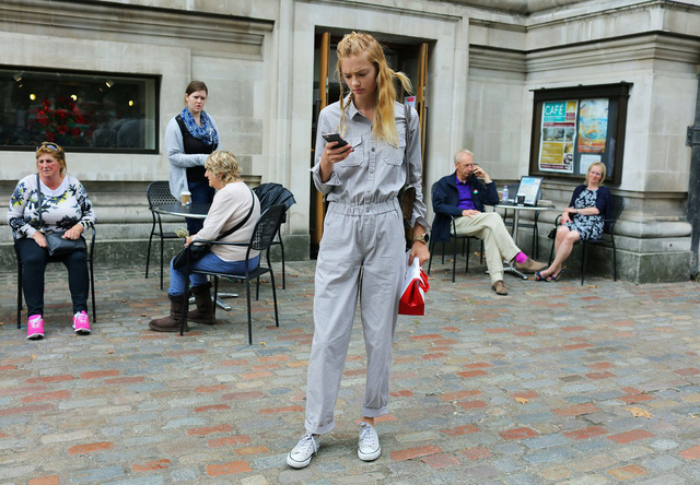 Tăm tia thời trang đường phố London cực chất và cá tính - Ảnh 27.