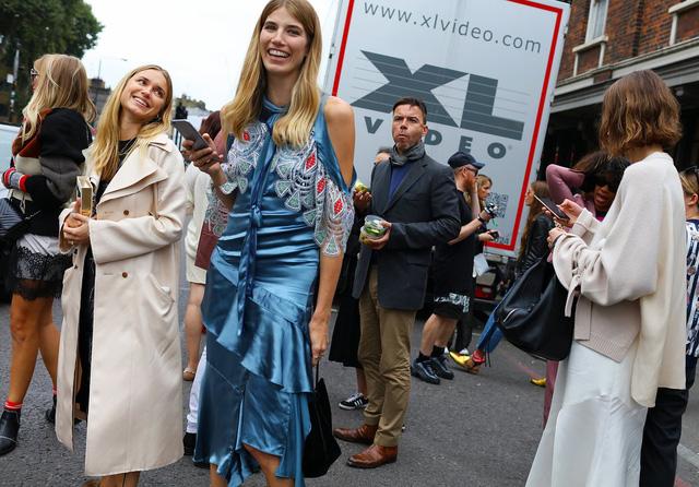 Tăm tia thời trang đường phố London cực chất và cá tính - Ảnh 30.