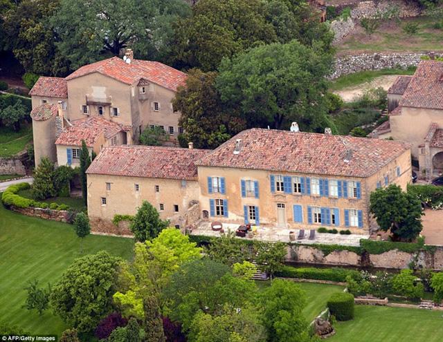 Những căn biệt thự xa hoa của cặp đôi Brad Pitt - Angelina Jolie - Ảnh 2.